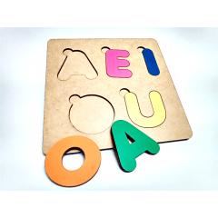Vogais em Madeira AEIOU Letras Coloridas Brinquedo educativo Jogo de Encaixe 19X19CM